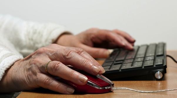 Бабушка за компьютером - Sexy-дайджест - Совместимости и отношений - Infoglam