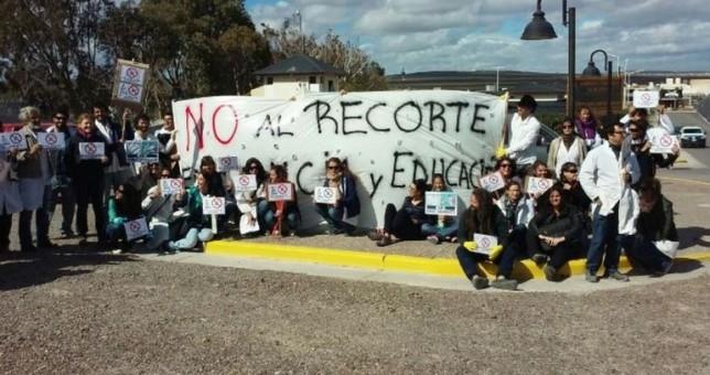 Trabajadores del Conicet escracharon a Sturzenegger