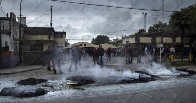 Día negro en La Plata: despidos, patotas y represión a choferes