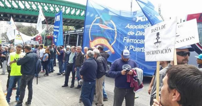 Por la incertidumbre en Ferrobaires, amenazan con paralizar los trenes mañana