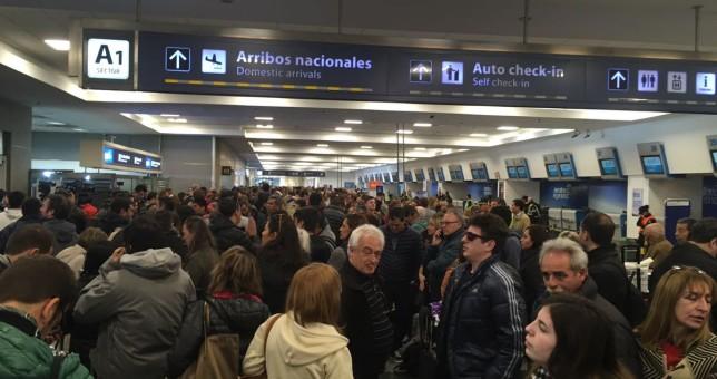 Más de 30 vuelos cancelados por la protesta de los aeronáuticos