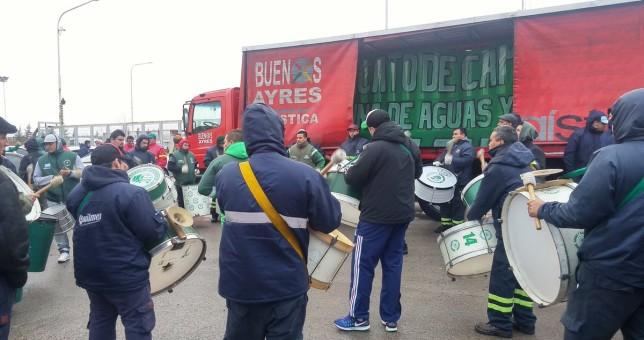 Camioneros paraliza las distribuidoras de Coca Cola por despidos