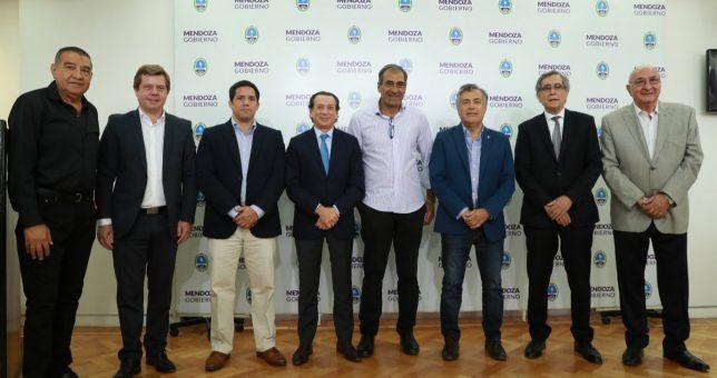 """La ausencia de los petroleros debilitó el acuerdo """"anti huelga"""" que presentó Sica en Mendoza"""