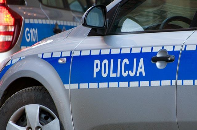 Sucha Beskidzka: Policjanci wspólnie ze strażakami uratowali samotną 82-latkę