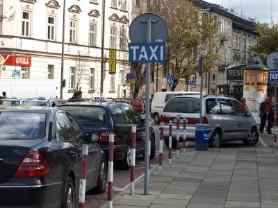 Z postoju taksówek do banku – udaremniona ucieczka kierującego