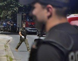 Pirotechnik policyjny podczas akcji.Fot.Bogusław Świerzowski/InfoKraków24