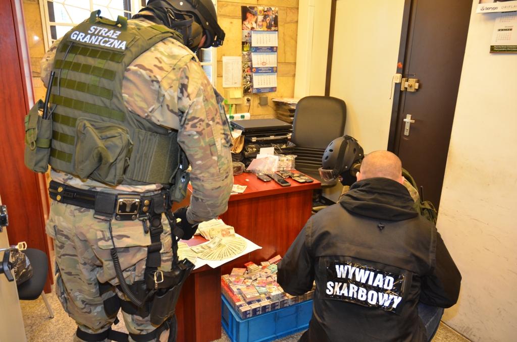 Przynajmniej 2,5 miliona złotych stracił skarb państwa wskutek działalności grupy przestępczej z Krakowa