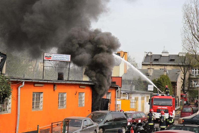 Spłonął zakład wulkanizacyjny przy Prądnickiej [ zdjęcia ]