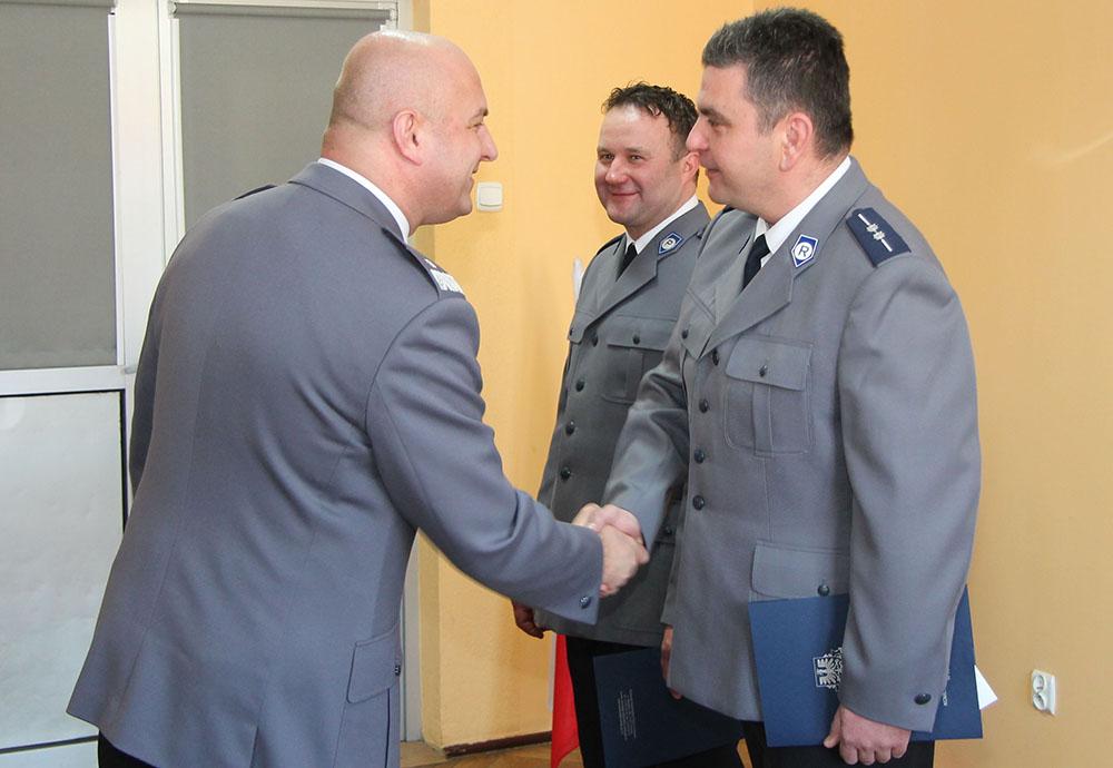 Oświęcim: Małopolski Komendant Wojewódzki Policji podziękował policjantom za wzorową służbę