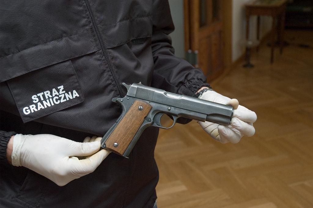 Funkcjonariusze SG ujawnili nielegalną broń i amunicję będącą w posiadaniu Nowosądeczanina [ zdjęcia ]