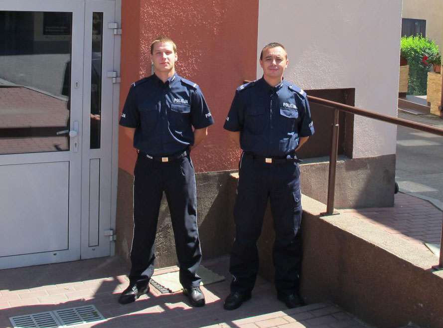 Dwóch policjantów z Grybowa uratowało życie młodemu mężczyźnie