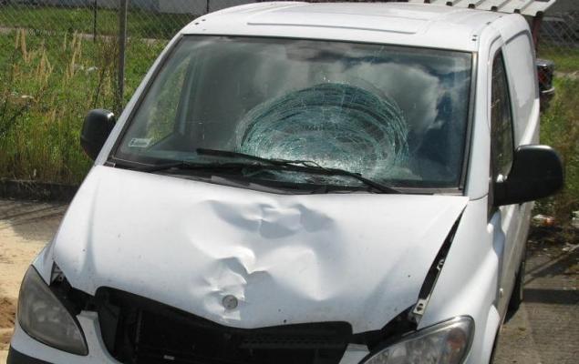 Mercedes Vito, który potrącił pieszego. Fot. Małopolska Policja
