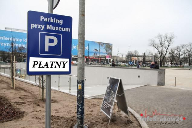 Parking przy Muzeum Narodowym w Krakowie. Fot. Jan Graczyński / INFO Kraków24
