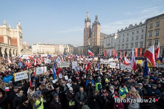 Manifestacja KOD w Krakowie: Przeciwko inwigilacji. Fot. Jan Graczyński/ INFO Kraków24