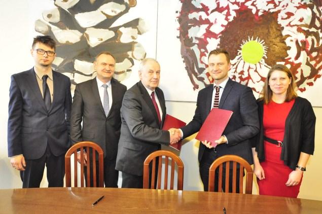 Podpisanie umowy o współpracy - AGH i KBF. Fot. Zbigniew Sulima