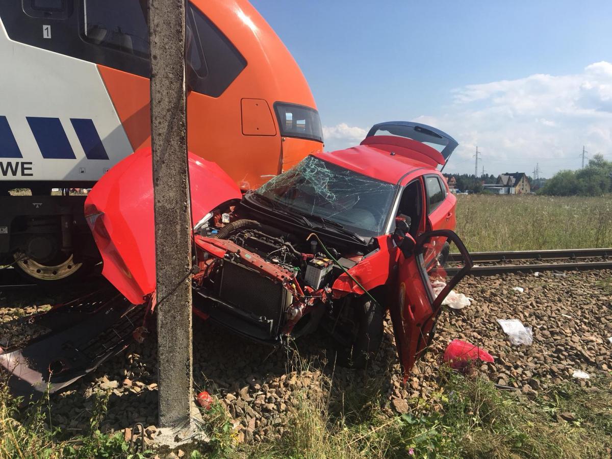 Tragiczny wypadek na niestrzeżonym przejeździe