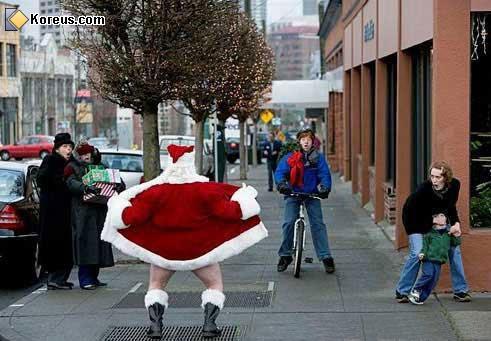 Père Noël exhibitionniste