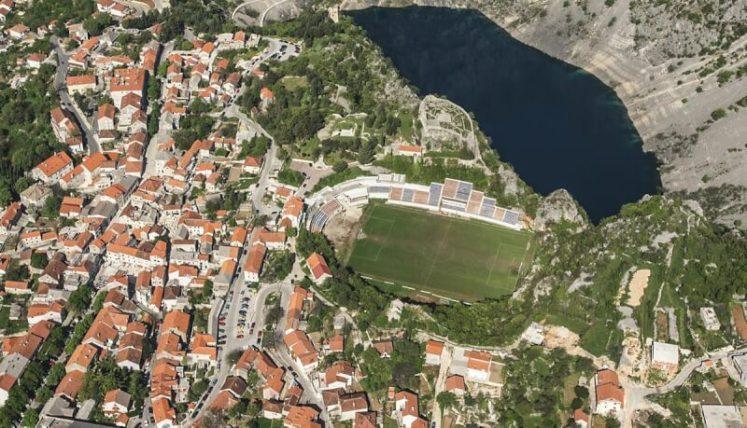 Les 8 stades de football les plus originaux au monde