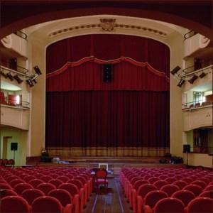 Napoli, al Trianon Barbara Buonaiuto canta l'orgoglio del Sud con Maurizio De Giovanni