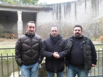 Borrelli ( al centro ) con i veterinari Pietro Laricchiuta e MarcoCampolo