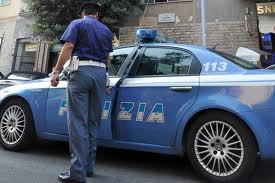 Ruba con un complice un pc portatile e posta foto su social network. Due minori denunciati dalla Polizia