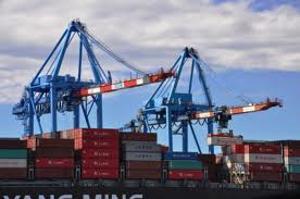 Napoli, incidente sul lavoro nel porto. Morto un carpentiere 51enne