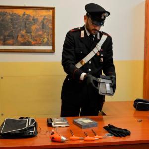 Furti d'auto al Centro commerciale Quarto Nuovo, in due arrestati con centraline elettroniche per manomettere gli antifurti.