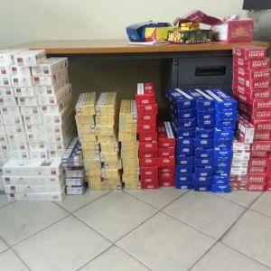 Vendevano sigarette di contrabbando dalla propria abitazione. Arrestati padre e figlio