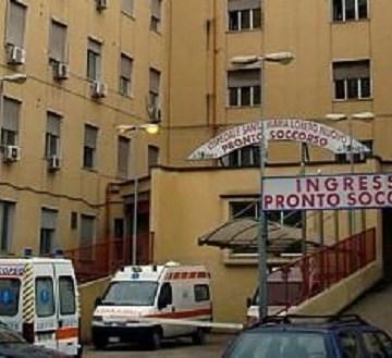 Napoli, allontanato dal pronto soccorso spara ad una guardia giurata. Rintracciato a casa del fratello, è stato arrestato