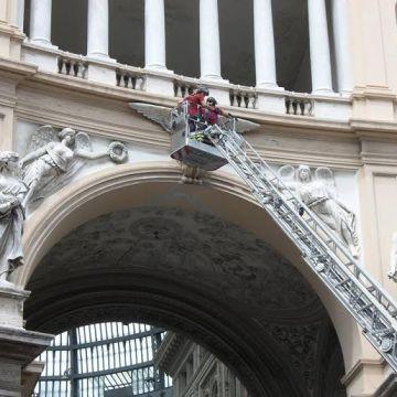 """Napoli, nuovo crollo in Galleria Umberto I lato Teatro San Carlo. Verdi e Simioli: """" la gente è fuggita spaventata"""