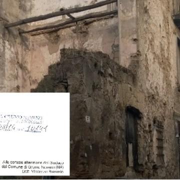 """Grumo Nevano, l'amministrazione sfida  il """"pericolo di crollo"""" del rudere di via Toti."""