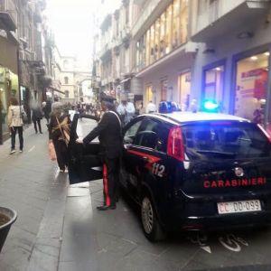 Napoli, si finge carabiniere e mette a segno diversi furti. Arrestato nella propria abitazione