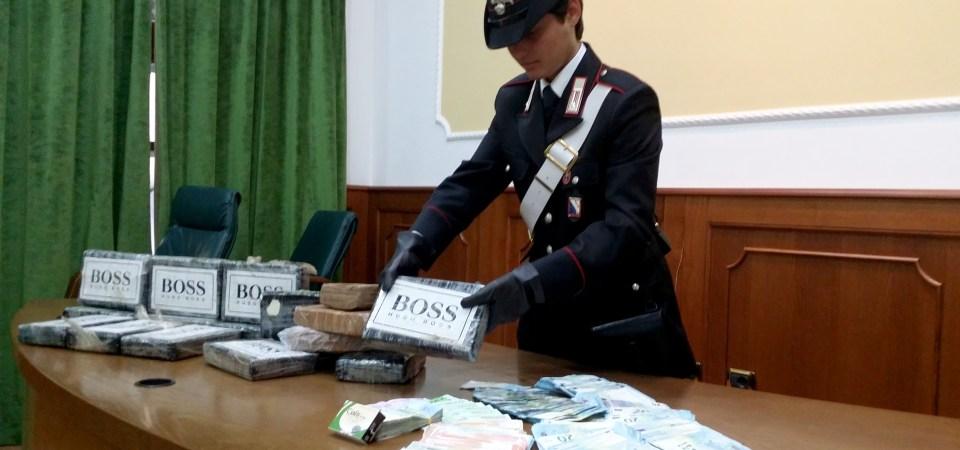 Napoli, sequestrati 17 kg di cocaina. Arrestati  dai carabinieri tre trafficanti