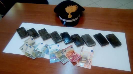 Deteneva hashish e soldi. Arrestato spacciatore marocchino