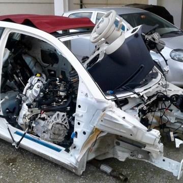 San Giuseppe Vesuviano, sorpresi mentre smontavano un auto per rivendere i pezzi. Arrestati i fratelli Caldarelli assieme ad un complice