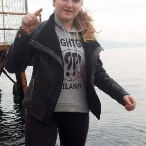 Napoli, pulizia della scogliera partenopea con gli Ecologisti Italiani. In prima linea la giovanissima Alessia Alviti