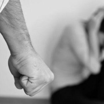 Picchia il figlio disabile procurandogli un trauma cranico. Arrestato 42enne