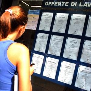 Parete, truffa a giovani donne disoccupate. Bottino da 134mila Euro. 21 Arresti