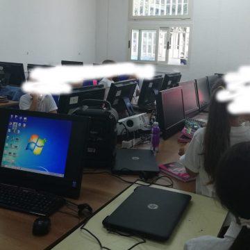 """Grumo Nevano, primo giorno di scuola da incubo. Bambini senza banchi parcheggiati nel laboratorio d'informatica. Lo """"sfottò"""" nel messaggio augurale del sindaco"""