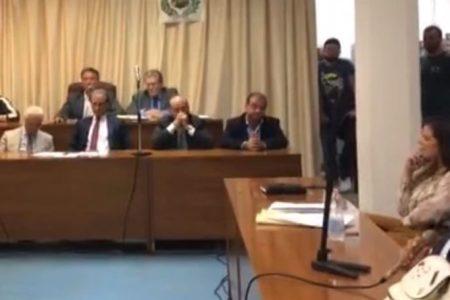 Grumo Nevano, vince Di Bernardo. I 4 consiglieri ritirano la sfiducia. L'accusa della consigliera Lamanna di accordi sottobanco per interessi personali