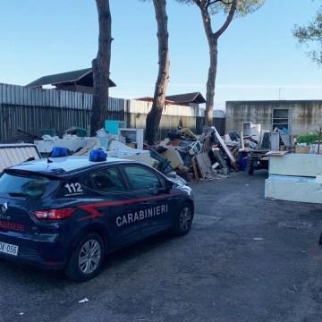 Afragola, sversamento illecito e abbandono di rifiuti. I carabinieri denunciano tre persone