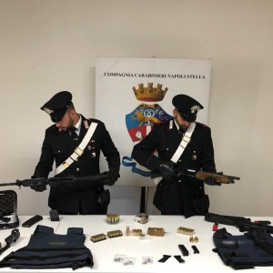 Miano, arsenale di armi da guerra scoperto in un garage. Intensificati i controlli dopo l'omicidio di  Stefano Bocchetti. Guarda il video