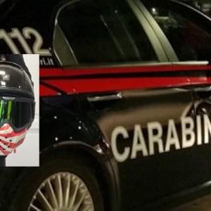 Napoli, si rischia la vita anche per un casco. Carabinieri arrestano due rapinatori