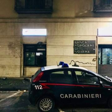 Giugliano, tentano di far esplodere il bancomat della Popolare di Novara. Gli uomini dell'Arma sventano il colpo