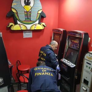 Clan Belforte e slot machine. Confiscati beni per 300 mila euro a due prestanomi