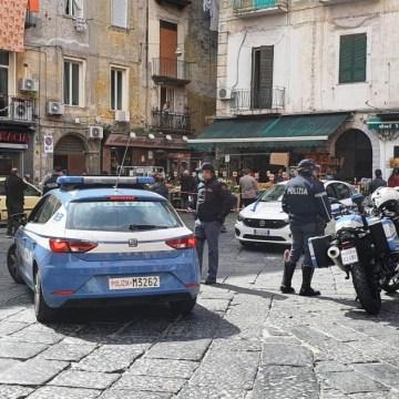 """Coronavirus, a Napoli emergenza alla """"Pignasecca"""". Troppa gente in strada"""