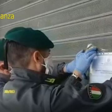 Emergenza Covid-19; chiusa parafarmacia. Consegnate al Cotugno  10.000 mascherine sequestrate dalle Fiamme Gialle