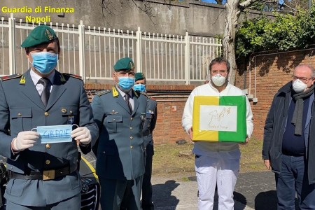 Coronavirus, la GdF dona 600 mascherine all'Azienda Ospedaliera dei Colli