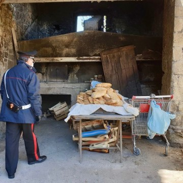 Forno abusivo, 60 chili di pane sequestrati a Marano