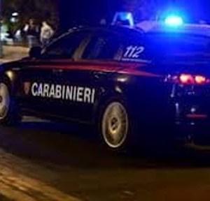 Droga ed esplosivo: contro un paolo per sfuggire alla cattura dei Carabinieri.